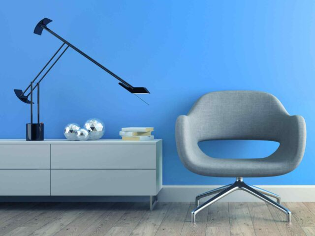 https://alayoubi.com/wp-content/uploads/2017/05/image-chair-blue-wall-2-640x480.jpg